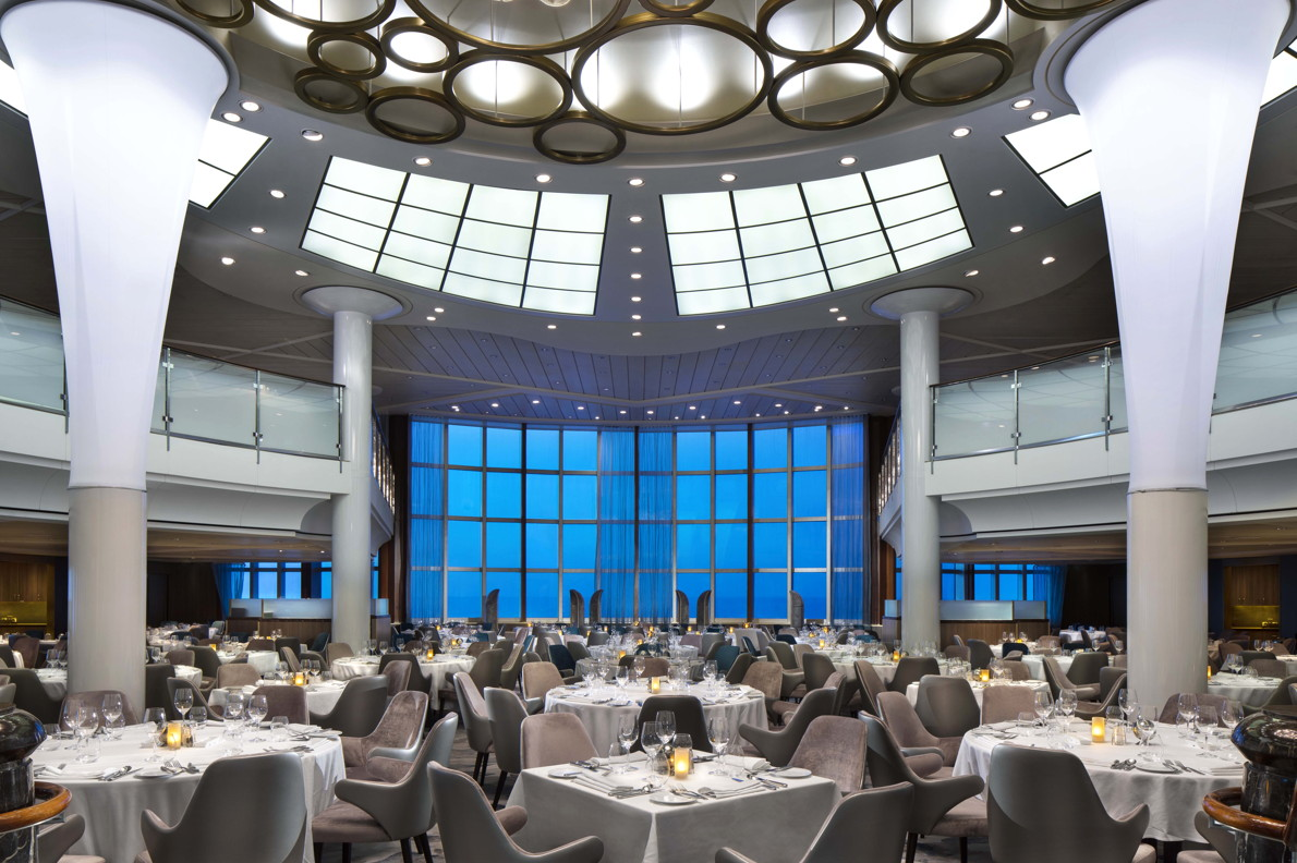 New York hospitality design firm BG Studio International worked their magic on Cosmopolitan Restaurant.