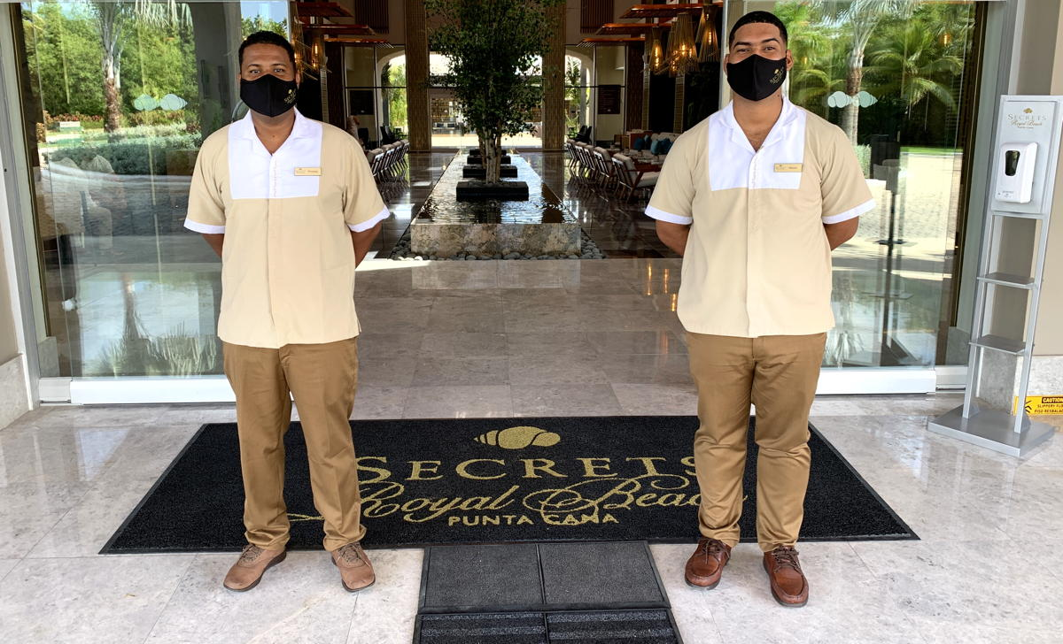 Staff at Secrets (and all AMResorts sites) take mask wearing seriously. (Pax Global Media)