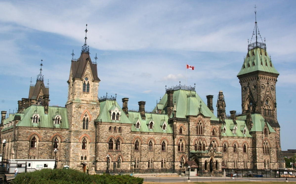 Ottawa is closer to formalizing its requirement for air travellers entering Canada to book a 3-night stay in a hotel.
