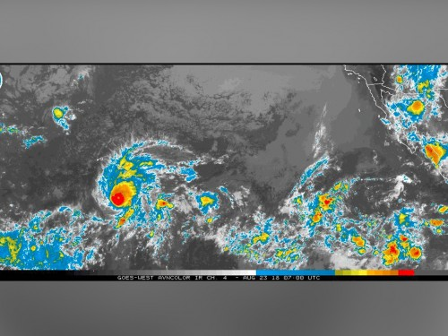 UPDATE: Hawaii closes highways, urges 270K+ visitors to seek shelter as Hurricane Lane moves inwards