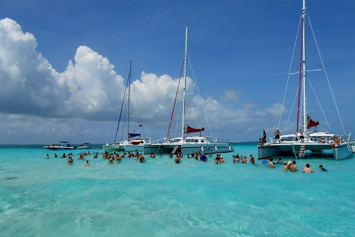 Canadian arrivals to Cayman Islands climb