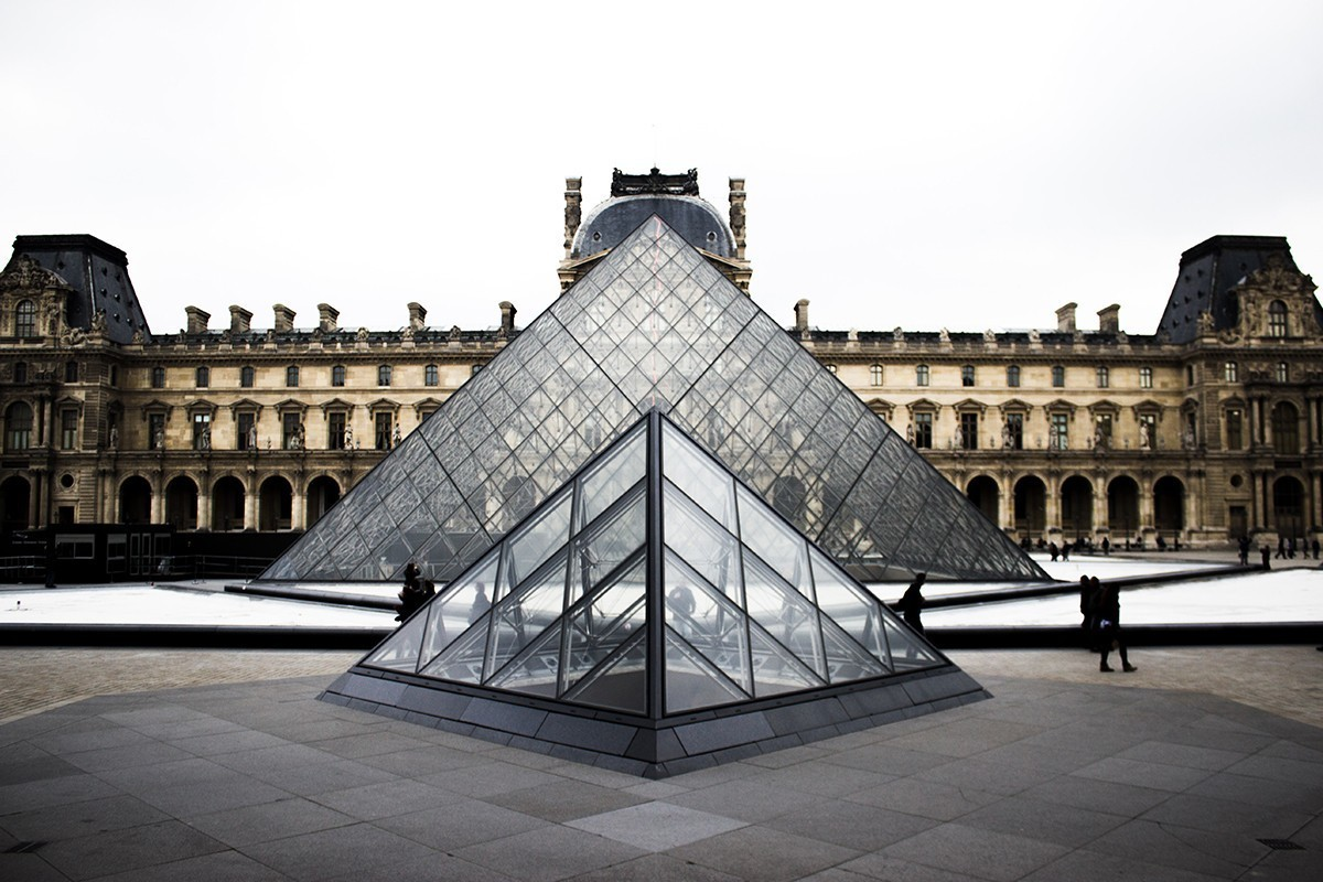 Louvre closes its doors due to coronavirus fears