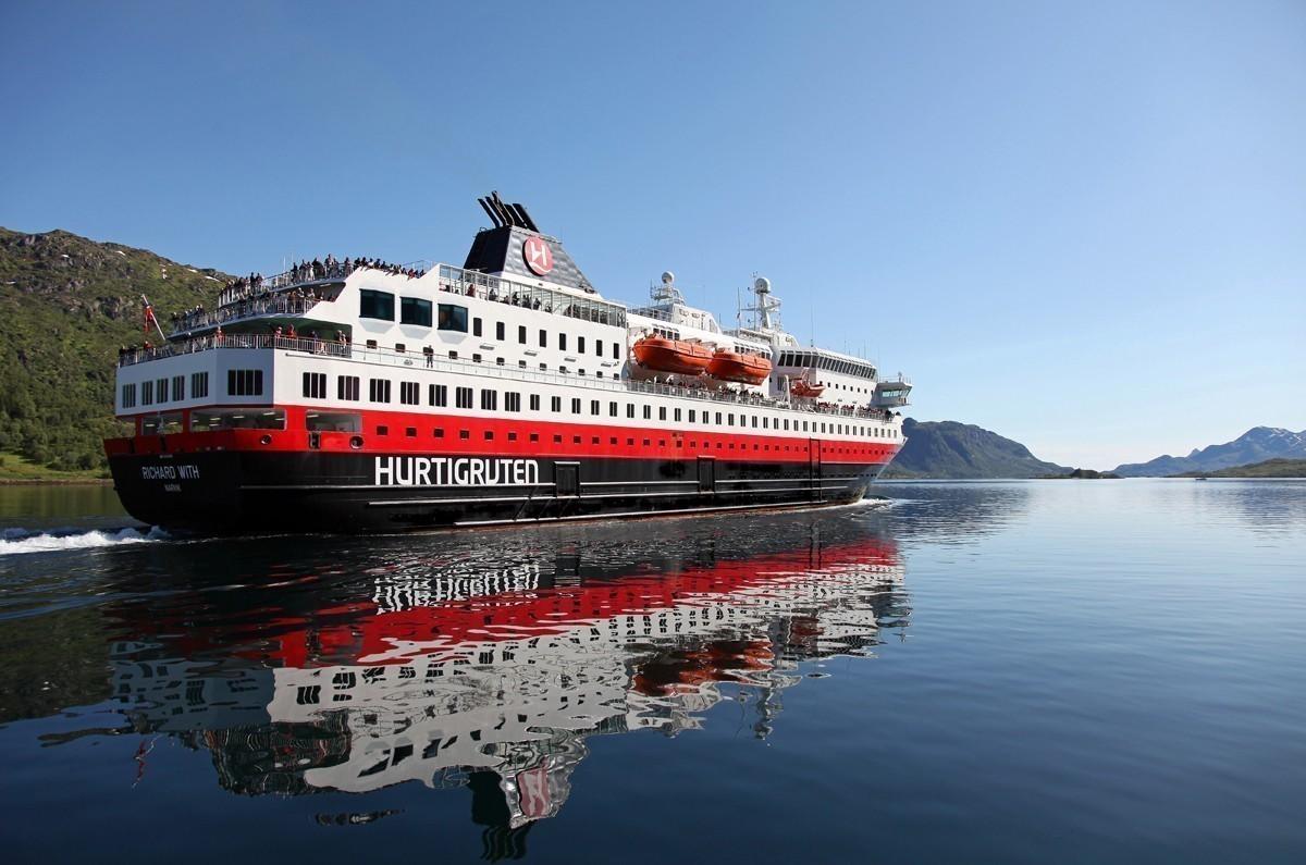 Hurtigruten extends cruise suspensions