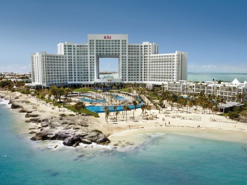 RIU reopens two hotels in Cancun