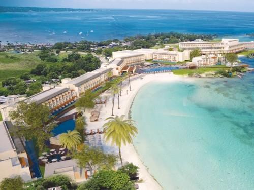 Sunwing celebrates reopening of select Royalton Luxury Resorts