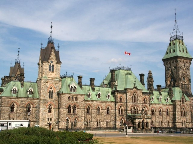 """Union leaders call on Ottawa for """"urgent"""" financial support for airlines"""