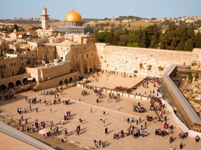 This week you can insert a note into the Western Wall in Jerusalem – virtually