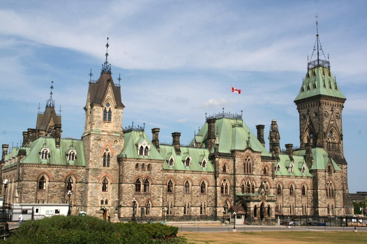 Ottawa extends 14-day quarantine, travel restrictions to Nov. 30