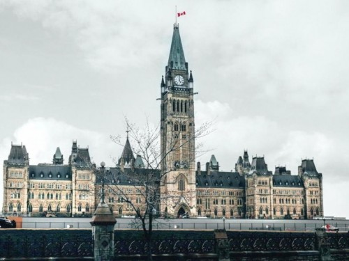 Ottawa to end hotel quarantine; relaxed rules for vaxxed travellers, border changes coming: reports