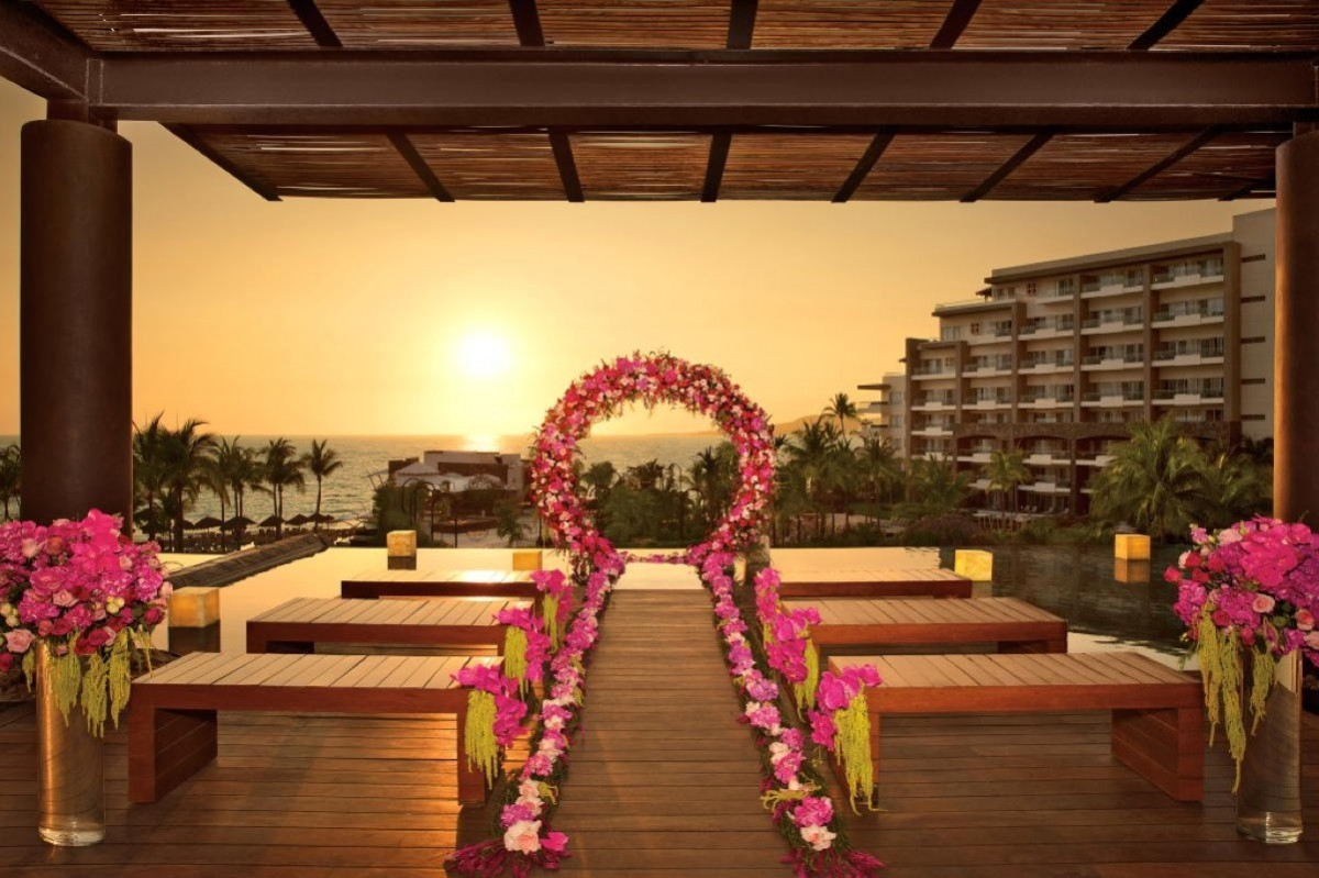 Register now for AMResorts' virtual wedding webinar, live from Mexico, on June 17