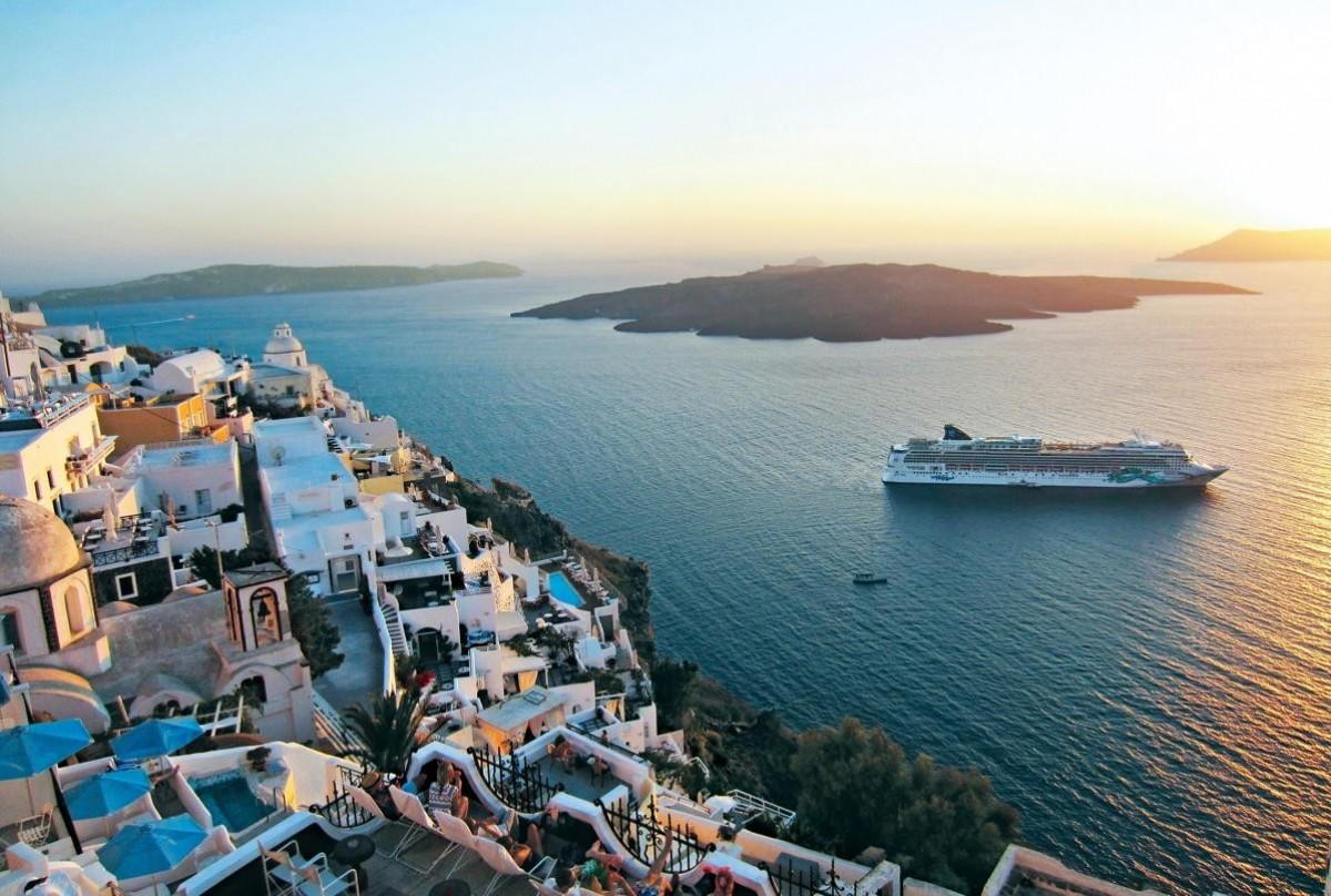 NCL returns to sea with Norwegian Jade in Greece