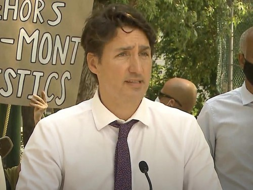 Trudeau mulls mandatory vaccines for air travel sector, federal workers