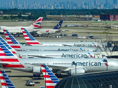 American Airlines extends booze ban until 2022