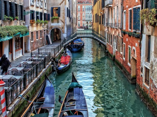 Venice is planning to charge visitors for access: report