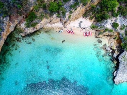 Anguilla lifts quarantine for int'l leisure visitors staying at hotels, villas