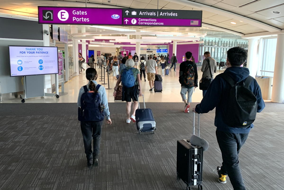 WestJet, Air Canada ask for volunteer help at airports as traffic increases; U.S. planning new system for int'l travel; Globus extends vaccine policy through 2022